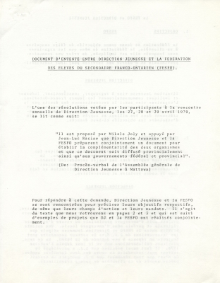 Text typewritten in French. Titles appear in underscored uppercase letters. The text proceeds article by article. On page 5, blank spaces are provided for the signatures of the presidents of the two organizations.