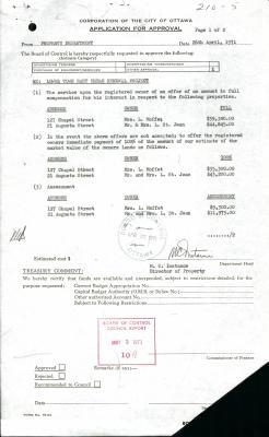 Formulaire dactylographié où sont mentionnés le prix de l'évaluation, le prix du marché et le prix légèrement supérieur qui sera offert aux propriétaires. Il porte deux tampons d'approbation du Board of Control de la Ville d'Ottawa ainsi que la signature de M.C. Instance, directeur de l'immobilier.