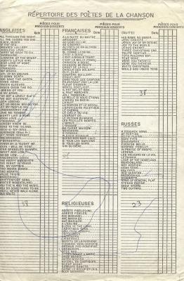 Imprimé en anglais et en français. Liste de chansons répertoriées selon leur genre, avec des petites cases disposées en colonnes permettant de noter les chansons chantées à chaque concert. Des chiffres et des lignes sont inscrits à l'encre.