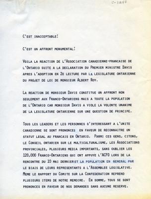 Lettre dactylographiée en français. Texte aéré, précédé du titre « C'est inacceptable ! ». Le nom et la fonction de l'auteure de la lettre sont indiqués au bas de la deuxième page, mais celle-ci n'est pas signée.