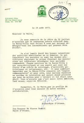 Lettre dactylographiée sur papier à en-tête bilingue du bureau de l'archevêque, signée par J.A. Plourde (archevêque). Tampon de réception du bureau du maire, en date du 27 août 1973.
