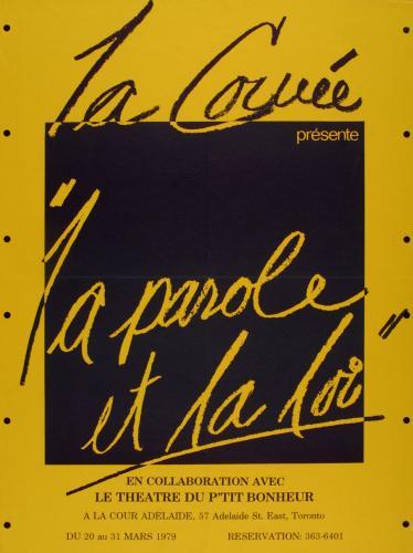 Affiche, en français. Sur fond jaune moutarde, un carré noir où figurent le nom de la troupe et le titre de la pièce en écriture cursive, noire et jaune moutarde en fonction de la couleur de l'arrière-plan. Les détails de l'événement sont imprimés au bas de l'affiche.