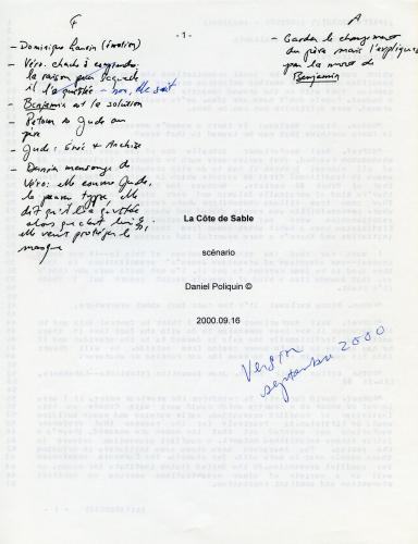 Page couverture d'un document dactylographié, en français. Le titre figure au milieu de la page, suivi de l'inscription « scénario » ainsi que du nom de l'auteur et de la date. Des annotations ont été faites à la main, à l'encre noire. En bleu, « Version septembre 2000 ».